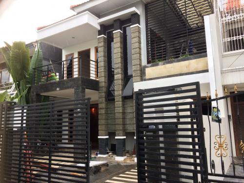 Renovasi Tampak Depan Rumah Minimalis  sewa rumah minimalis di green garden jakarta barat 4 1