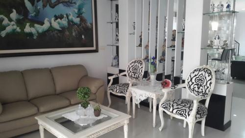 Sewa Rumah Green Lake City (Cluster East Asia), Tangerang ...