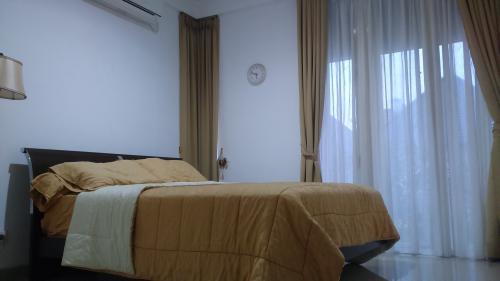 Disewakan Rumah Nyaman di Green Andara Residence, Pondok ...