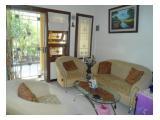 Ruang Tamu dilengkapi Sofa