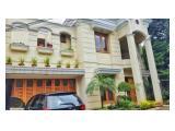 Disewakan Rumah Mewah di Jl. Kecapi dengan Kolam Renang dan Taman yang Indah