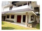 Disewakan Rumah di Simprug Garden, Kebayoran, Jakarta Selatan - 4 Kamar Tidur Semi Furnished