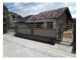 Foto tampak depan rumah diambil dari jalan depan rumah